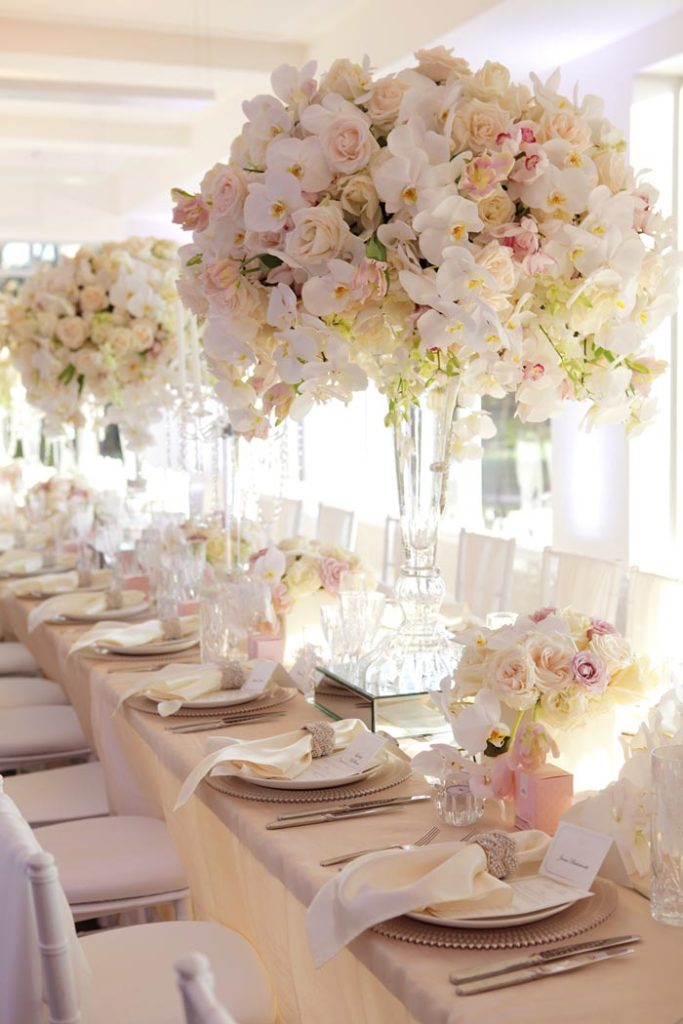 cvetni aranzmani za stolove cvecara beograd elite