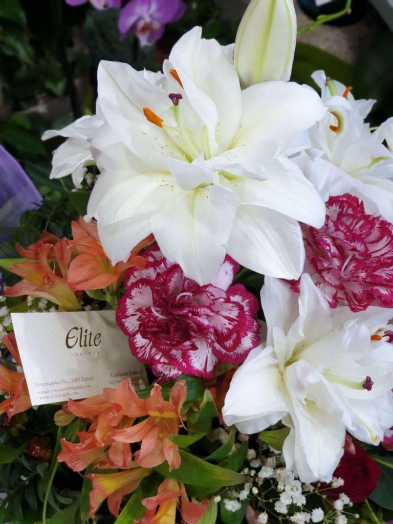 cvecara elite cvetni aranžmani sa ljiljanima