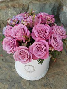 cvetni aranžman za 8 mart