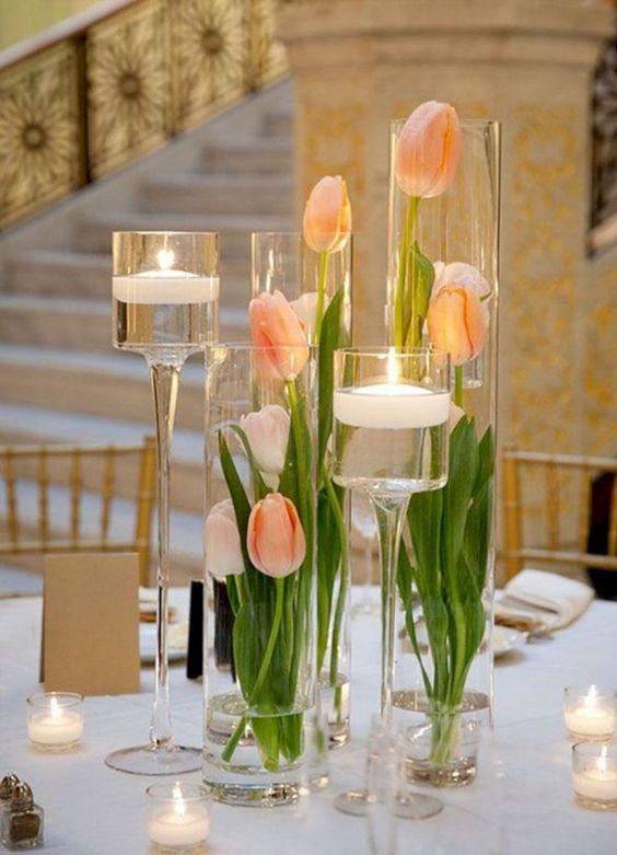 cvetni aranžman sa lalama u vazni