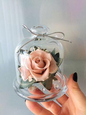 minijaturni cvetni aranžman sa dehidriranim ružama
